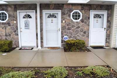 East Meadow Condo/Townhouse For Sale: 433 Autumn Dr