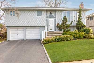 Oceanside Single Family Home For Sale: 57 Harris Dr