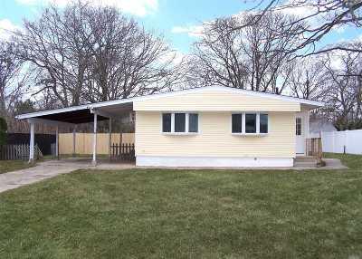 Lake Ronkonkoma Single Family Home For Sale: 32 Kayron Dr