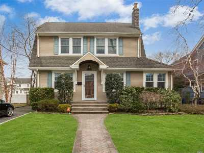 Rockville Centre Single Family Home For Sale: 257 Burtis Ave