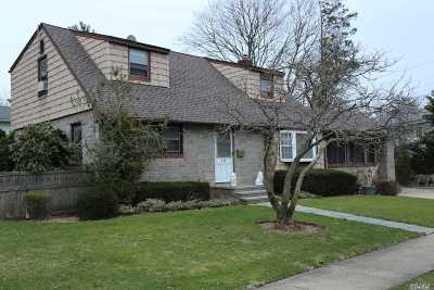 Rockville Centre Single Family Home For Sale: 19 Greenway