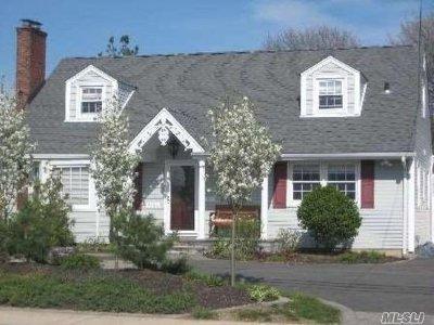 Bellmore Single Family Home For Sale: 2485 Bellmore Ave