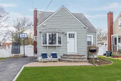 Merrick Single Family Home For Sale: 28 Kenny Ave