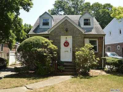 Jamaica Estates Single Family Home For Sale: 81-85 Utopia Pky