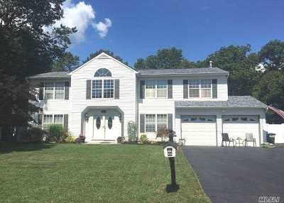 Manorville Single Family Home For Sale: 44 Evelyn Ct