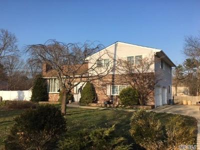 Ronkonkoma Single Family Home For Sale: 2525 Sycamore Ave