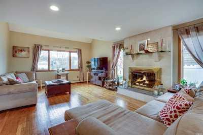 St. James Single Family Home For Sale: 224 Saint James Ave