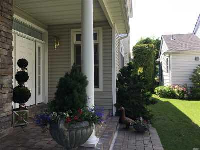 Port Washington Condo/Townhouse For Sale: 105 W Overlook