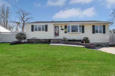 Bohemia Single Family Home For Sale: 833 Fulton Ave