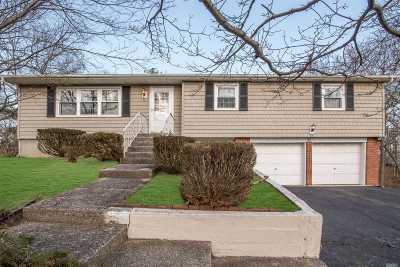 Farmingville Single Family Home For Sale: 387 Adirondack Dr