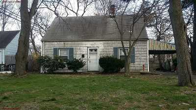 Westbury Single Family Home For Sale: 3 Floral Ln