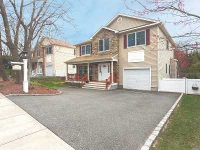 Port Washington Single Family Home For Sale: 7 Revere Rd