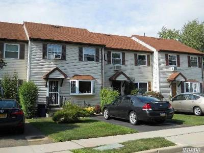 Roslyn Single Family Home For Sale: 9 Orchard Ct