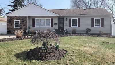 Brentwood Single Family Home For Sale: 128 Preston St