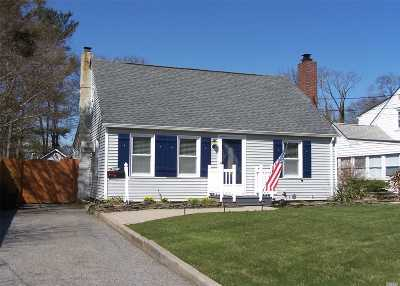 Patchogue Single Family Home For Sale: 32 Walnut Ave