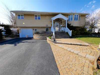 West Islip Single Family Home For Sale: 76 Doncaster Ave