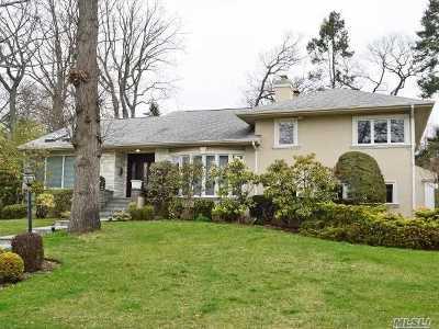 Roslyn Single Family Home For Sale: 1 Belmont Dr