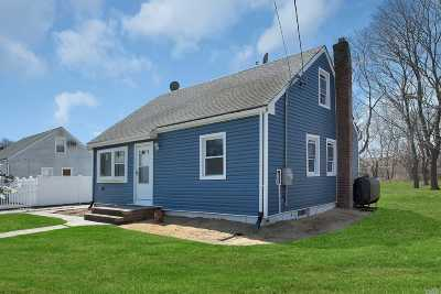 Bay Shore Single Family Home For Sale: 1220 Hyman Ave