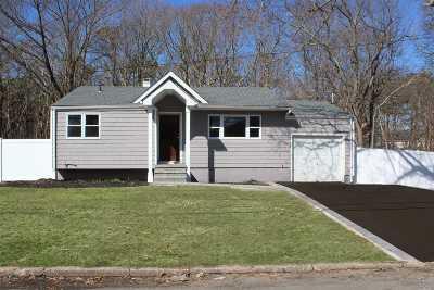 Bohemia Single Family Home For Sale: 812 Bohemia Pky