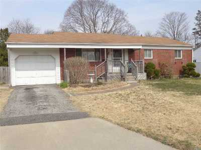 Centereach Single Family Home For Sale: 104 W Court Dr