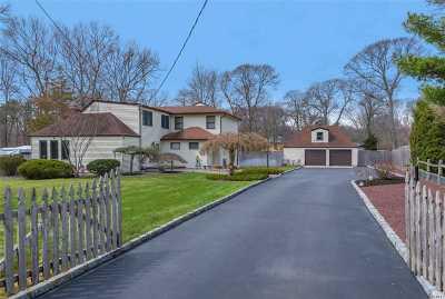 Smithtown Single Family Home For Sale: 40 Croft Ln