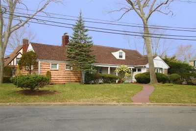 Merrick Single Family Home For Sale: 75 Park Ave