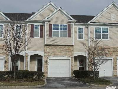 Bay Shore NY Single Family Home For Sale: $449,999