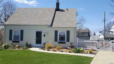Levittown Single Family Home For Sale: 17 Cove Ln