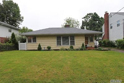 Roslyn Single Family Home For Sale: 12 Madison Pl