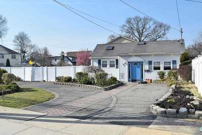 Merrick Single Family Home For Sale: 1861 Camp Ave