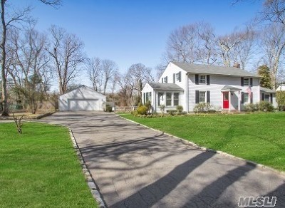 Smithtown Single Family Home For Sale: 54 Stony Hill Path