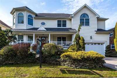 Merrick Single Family Home For Sale: 2181 Helene Ave