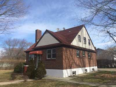 Brentwood Single Family Home For Sale: 51 Eisenhower Ave