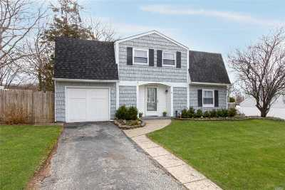 Farmingville Single Family Home For Sale: 25 Hofstra Dr