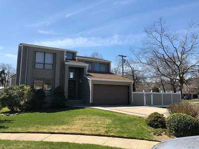 Lynbrook Single Family Home For Sale: 2 Concord Ct