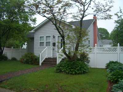 Lake Ronkonkoma Single Family Home For Sale: 27 Patchogue Holbro Rd