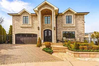 Merrick Single Family Home For Sale: 3494 E Bay Ct