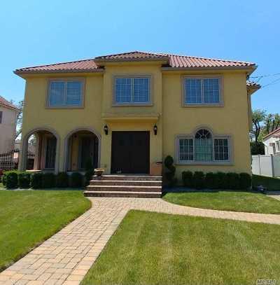 Merrick Single Family Home For Sale: 336 Lincoln Blvd