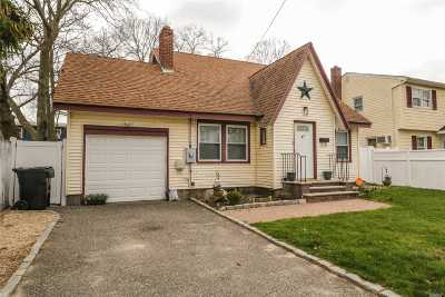 Bay Shore Single Family Home For Sale: 87 Redmond Ave