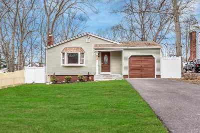 Selden Single Family Home For Sale: 15 Ridgewood Ave