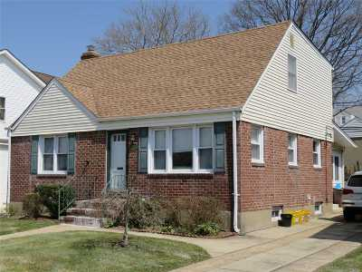 Williston Park Single Family Home For Sale: 253 Cornwell Ave