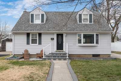 Hicksville Single Family Home For Sale: 12 Ferndale Dr