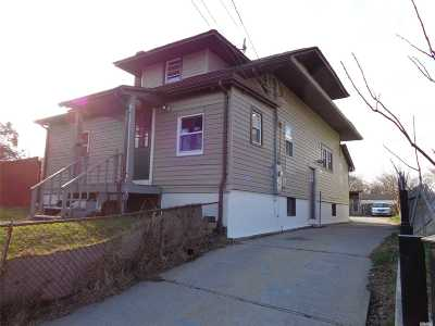 Bay Shore Single Family Home For Sale: 83 Brook St