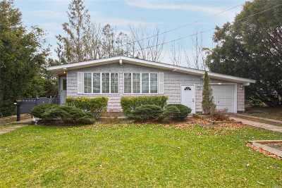 Lake Ronkonkoma Single Family Home For Sale: 245 Maplecrest Dr