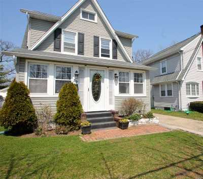 Lynbrook Single Family Home For Sale: 39 Monroe St