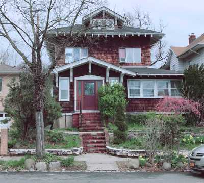 Flushing Single Family Home For Sale: 33-07 153rd St