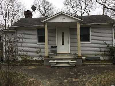 Selden Single Family Home For Sale: 256 Mooney Pond Rd