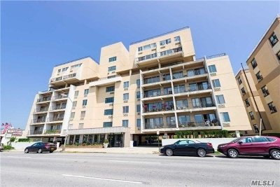 Long Beach Condo/Townhouse For Sale: 235 W Park Ave #209