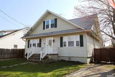 Bay Shore Single Family Home For Sale: 18 West Dr