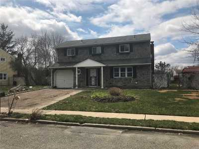 central Islip Single Family Home For Sale: 136 Acorn Ave